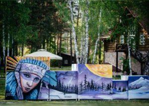 инсталляция роспись в сиреневых тонах