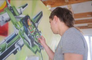роспись стен аэрографом